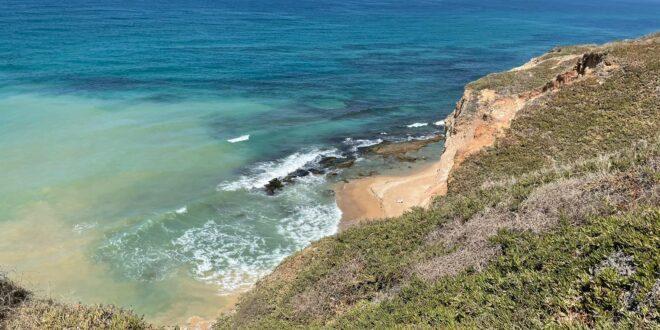 עקב נפילת מצוק: עיריית הרצליה תסגור את החופים הנתונים בסכנה