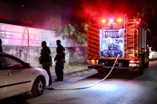 שריפה פרצה בשטח פתוח צמוד למבנה נטוש בחיפה