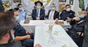 קציני משטרה ביקרו בסוכת הרב שלמה לאבין