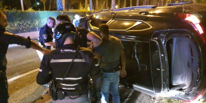 חשד: ניגחו ניידות משטרה וניסו לדרוס שוטרים במהלך מרדף