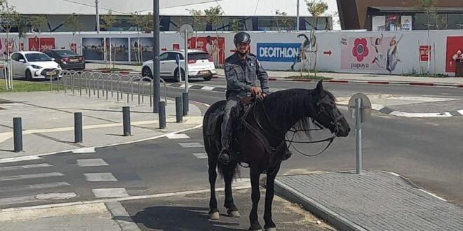 """""""שמחים שזעקת הפורום לקידום הנגב נשמעת"""": פרשי משטרת ישראל מסיירים בבאר שבע"""