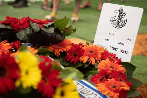 """הובא למנוחות המפכ""""ל השביעי של מדינת ישראל רב ניצב ואלוף צה""""ל בדימוס הרצל שפיר"""