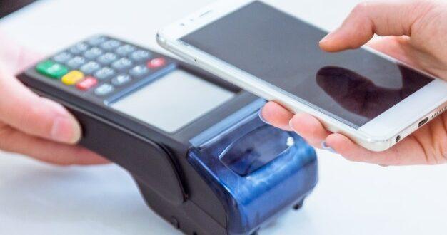 """אישום: עובד בחנות פלאפונים פתח ללקוחות ארנקים דיגיטליים – וביצע רכישות במאות אלפי ש""""ח"""