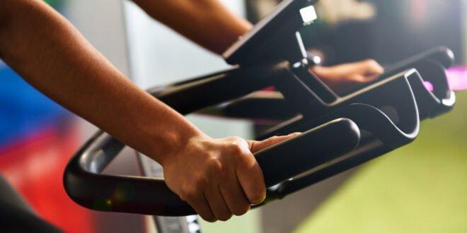שומרים על כושר בבית עם אופני ספינינג זולים ועמידים
