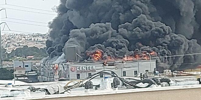 שריפת ענק פרצה בקניון בקלנסוואה, החל פינוי המבקרים