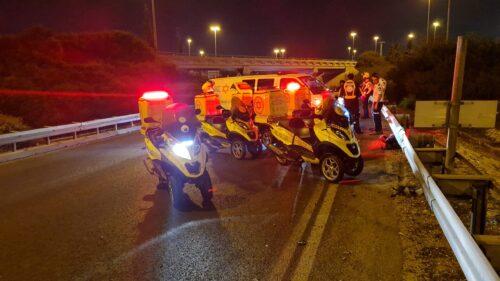 בן 60 נפצע קשה בתאונת דרכים בין אופנוע לרכב סמוך למחלף השבעה בכביש 4