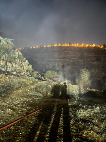 השריפה במבשרת ציון: צוותי כיבוי ורפואה רבים נפרסו במקום, מספר בתים פונו