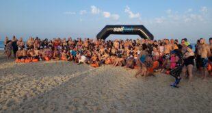 """""""שוחים עם נפטון"""": עשרות שחייני בריכות ומים פתוחים הגיעו לשמורת חוף פלמחים"""