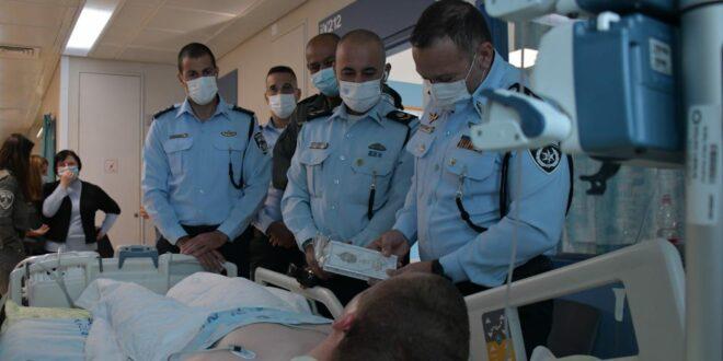 """מפכ""""ל המשטרה הגיע לשערי צדק כדי לבקר את הלוחם שנפצע בפיגוע הדריסה בקלנדיה"""