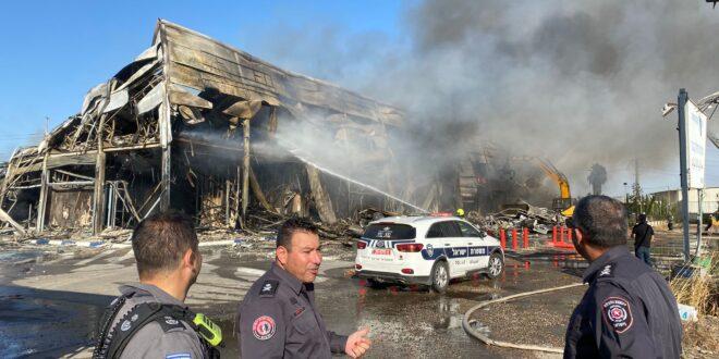 השריפה בקניון בקלנסוואה: המבנה נשרף כליל, אין נפגעים