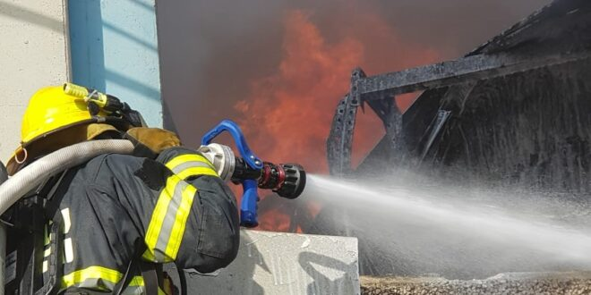 השריפה במישור אדומים: לוחמי האש הצליחו למנוע את התפשטות האש