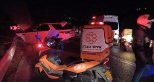 ארבעה בני אדם נפצעו בינוני וקל בתאונת דרכים סמוך לכביש 446
