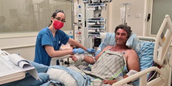 הוכש על ידי נחש – והתברר שהרופאה שהצילה את חייו היא השכנה שלו