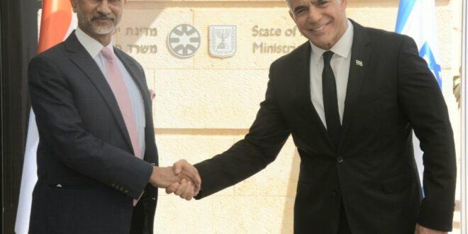 """שר החוץ לפיד נפגש עם מקבילו ההודי: """"רואים בה בת ברית חשובה ביותר"""""""