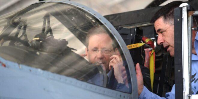 """הנשיא הרצוג ביקר בבסיס חה""""א בתל נוף: """"במה שאתם עושים יש משמעות עצומה"""""""