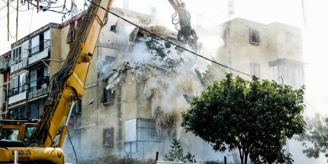 החלה הריסת המבנה המסוכן בראשון לציון, 16 משפחות פונו מהבניין