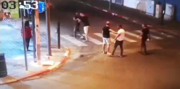 אישום: צעיר מרחובות תקף באלימות צעירה שסירבה לחיזוריו
